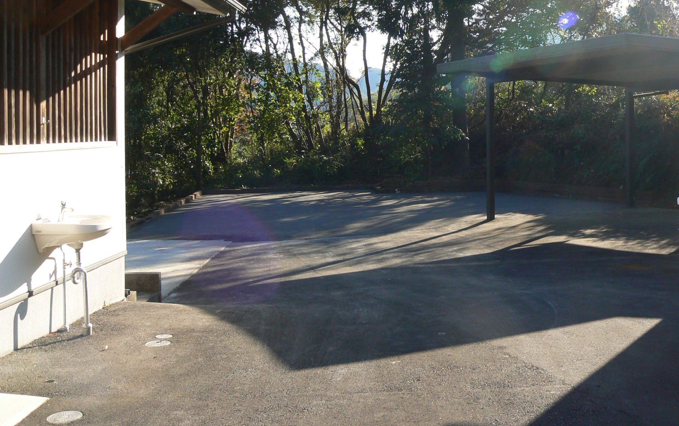 境内奥に駐車場完備しました。